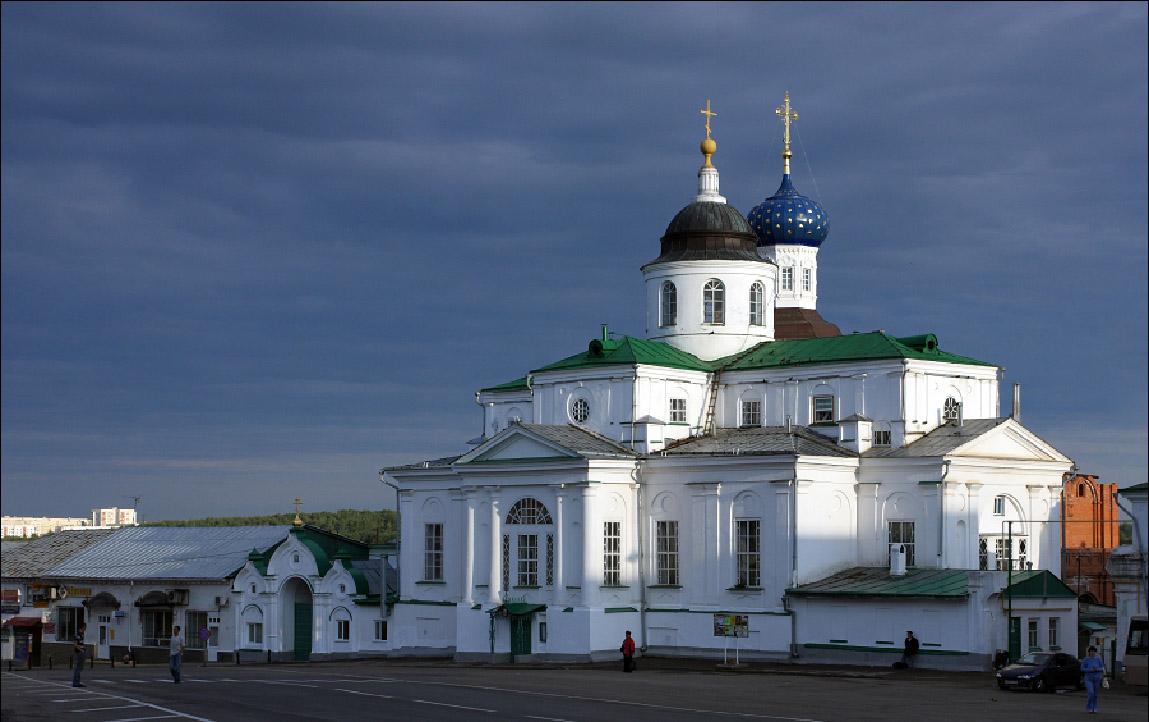 4 июня 2010 года - архиепископ Георгий совершил Божественную литургию в Арзамасском Николаевском женском монастыре