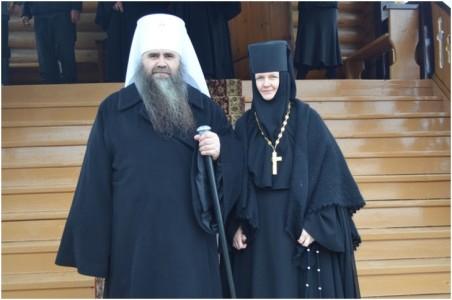 Владыка Георгий с настоятельницей монастыря игуменией Филаретой после окончания Литургии