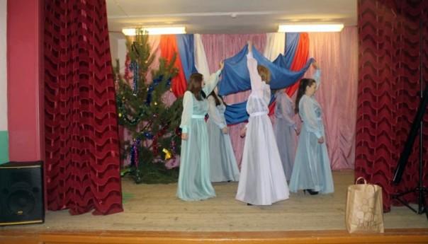 7 января 2018г. сестры Николаевского монастыря и творческая студия «Ковчег» при Воскресенском соборе поздравили воспитанников подопечной колонии с Рождеством Христовым.